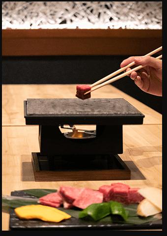 味はもちろん、見た目と音でも楽しめる飛騨牛石焼画像