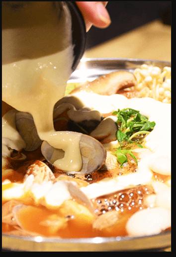 新メニューのトマトチーズ鍋を是非ともご賞味ください